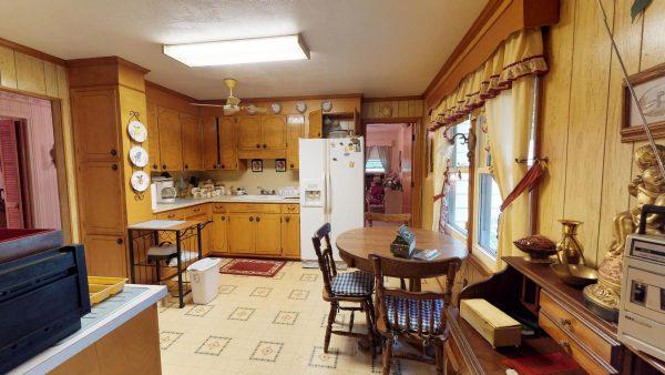 409 Laurel Ct Kitchen