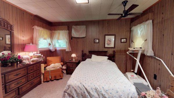 409 Laurel Ct Master Bedroom