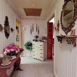 409 Laurel Ct Hallway Items